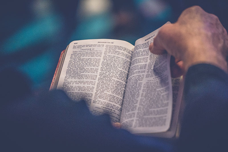 Bible(Photo-par-Rod-Long-sur-Unsplash)